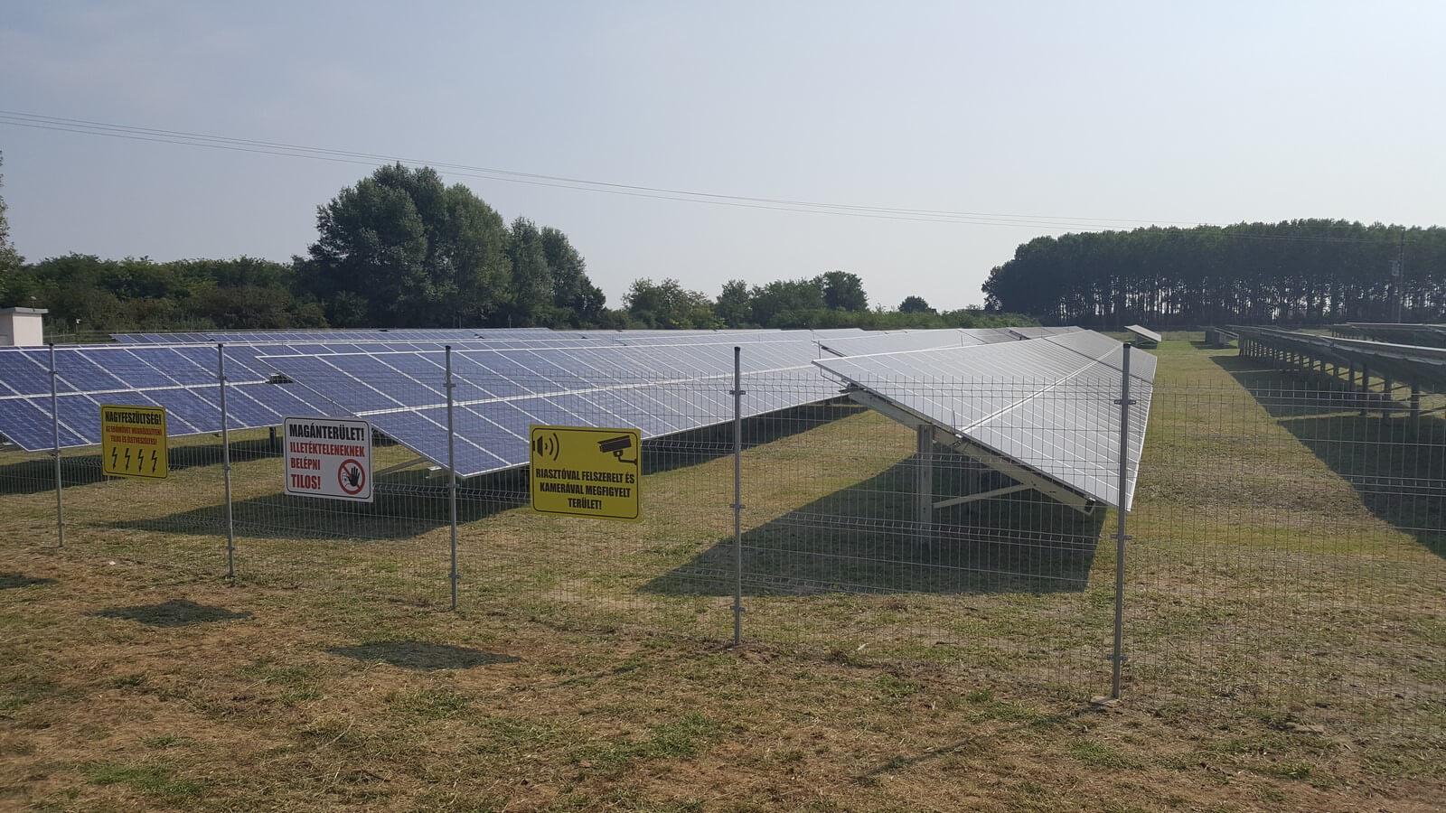 premium_solar_farm_6